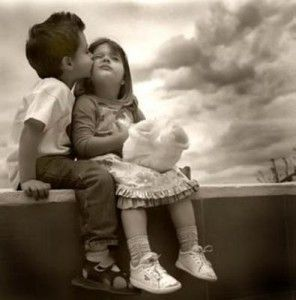 kids in love 296x300 Being in secured love relationship helps to stay healthy