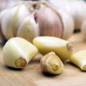 Raw garlic can cure sore throat in one day